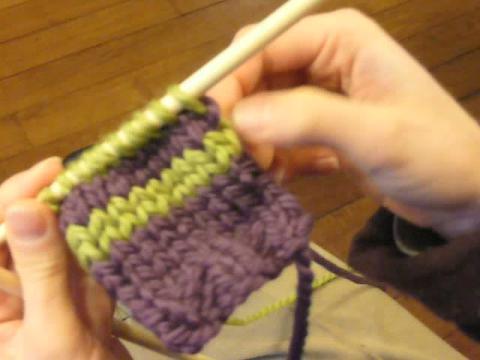 Apprendre à tricoter   faire des rayures de couleur - Atelier couture -  Loisirs - Jeux 8c00d70455f