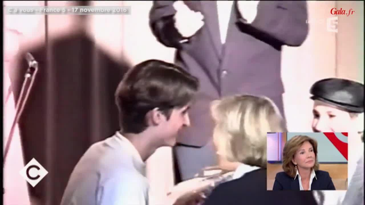 VIDEO – Emmanuel Macron, âgé de 15 ans, au côté de sa future épouse Brigitte  Trogneux - Gala a84756c9f06