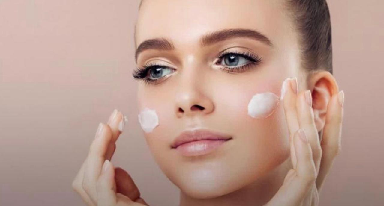 Enceinte : quels maquillage et vernis à ongles privilégier ?